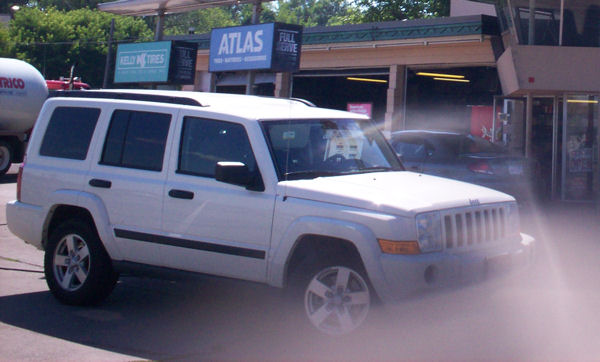 2006 Jeep Commander. UGH/