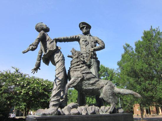 Bull Connor-ish statue!
