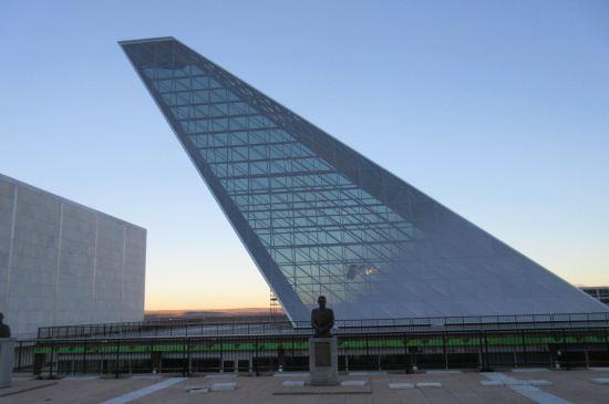 Architecture + Statue!