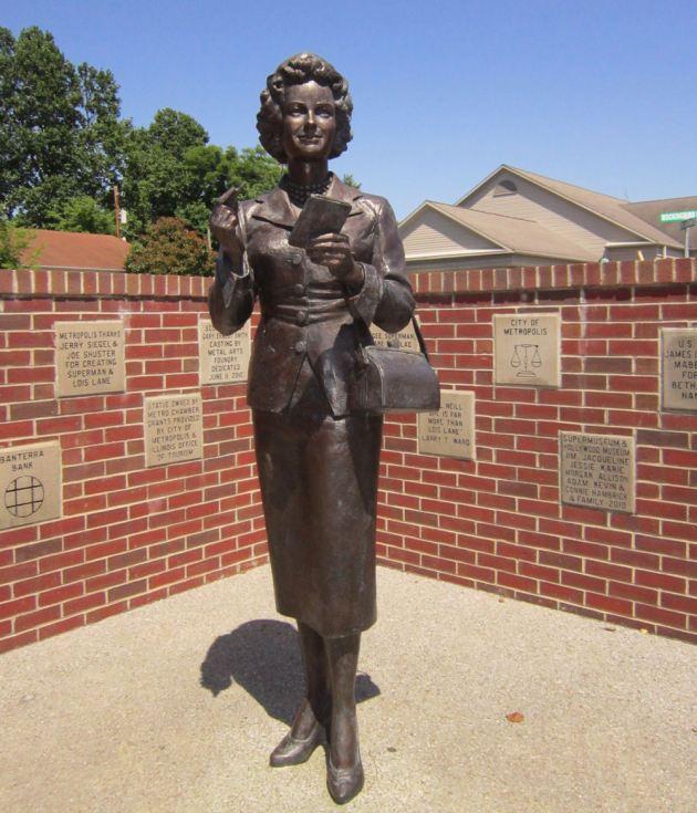 Noel Neill Statue!