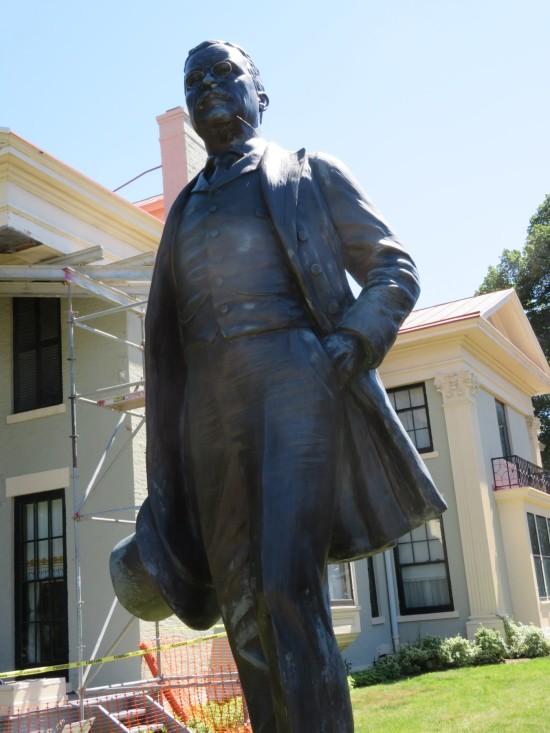 Roosevelt statue!