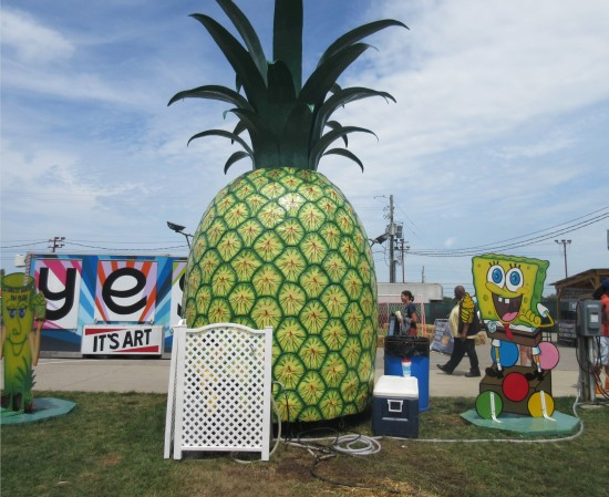 Spongebob and pineapple!
