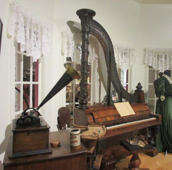 phonograph + piano!