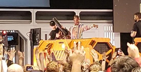 Boyega pointing!