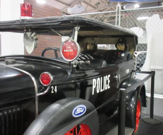 olde-tyme police car!