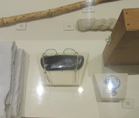 Gandhi accessories.