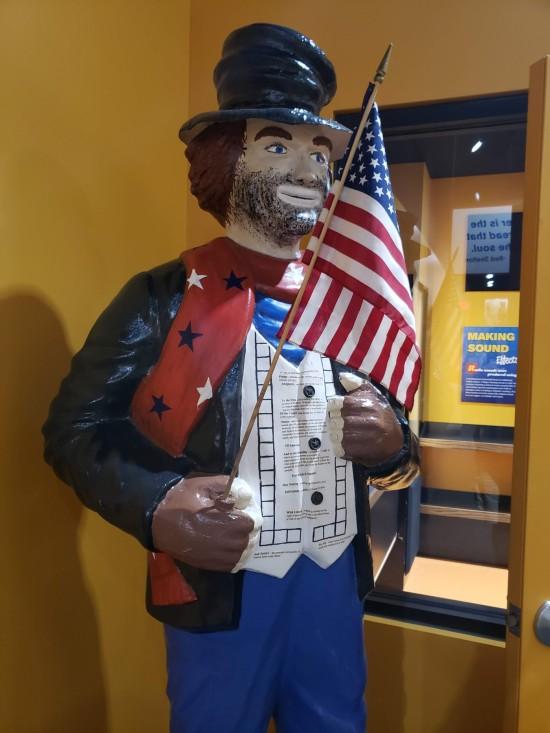 Freddie the Freeloader statue!