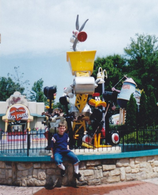 Looney Tunes fountain at Six Flags America.