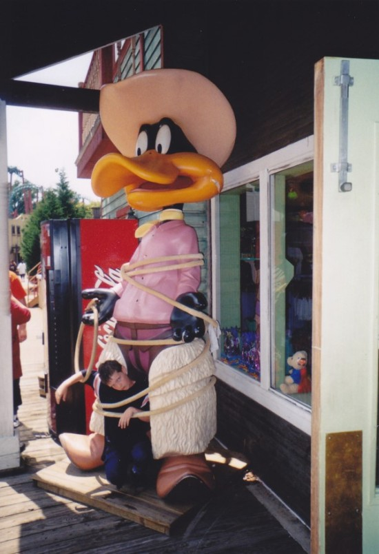 Sheriff Daffy Duck statue.