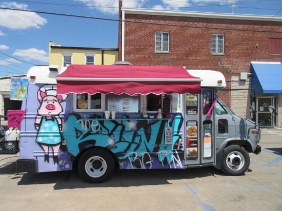 Rolling Pig Pin food truck.