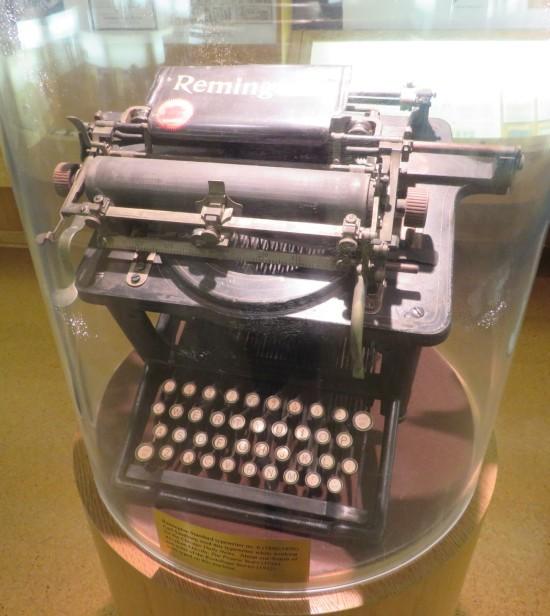 Carl Sandburg's typewriter!