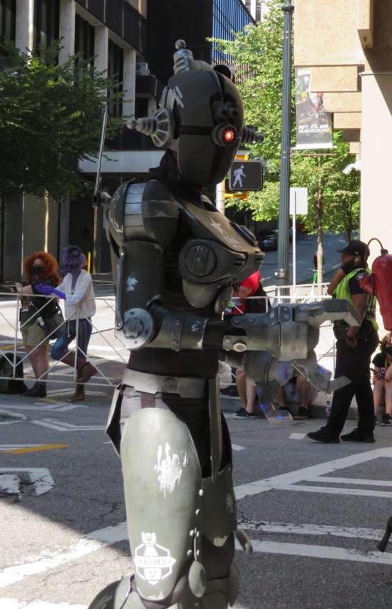 Assaultron cosplay!